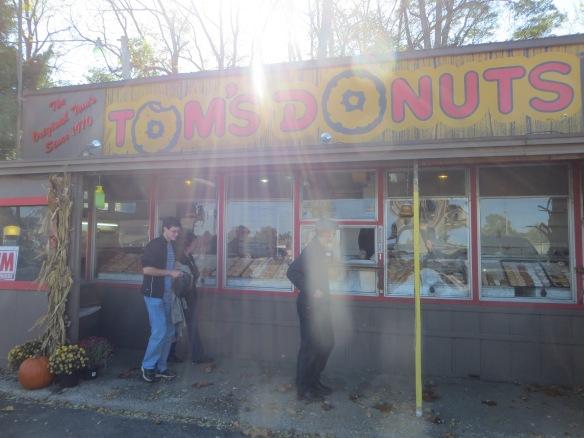 Tom's Donuts